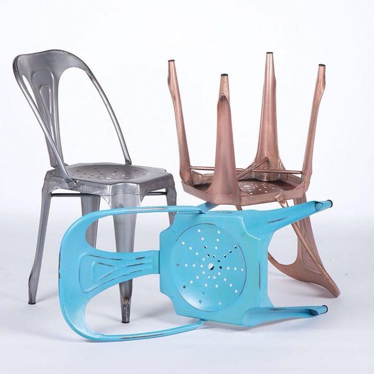 Икона индустриального стиля - металлический стул tolix, который одним своим видом способен задать стиль всему помещению.