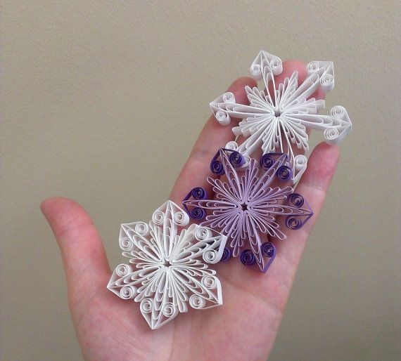 Step-by-step diagram guided quilling tutorial with a reusable quilling template for snowflake ornament as pictures shown. Ideal decoration for