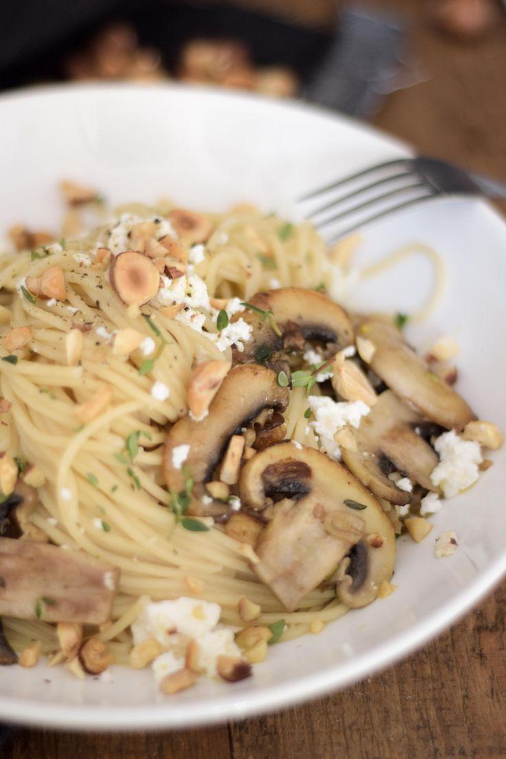 Receitas de Amélia Anastácio, utilizando produtos Tété: Esparguete com cogumelos, requeijão e avelãs.