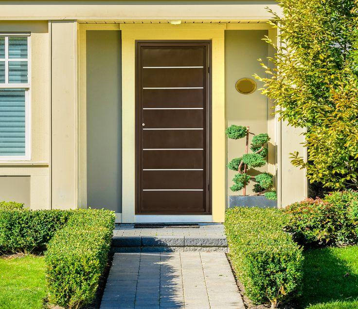Puerta de seguridad Montana color chocolate, acero calibre 22. Medidas: 96x217cm.