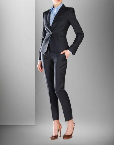 Где можно купить офисный деловой женский костюм в москве