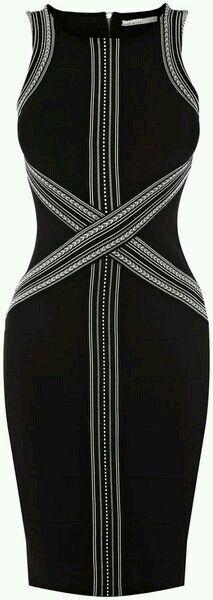 Vestido Negro con diseños frontales