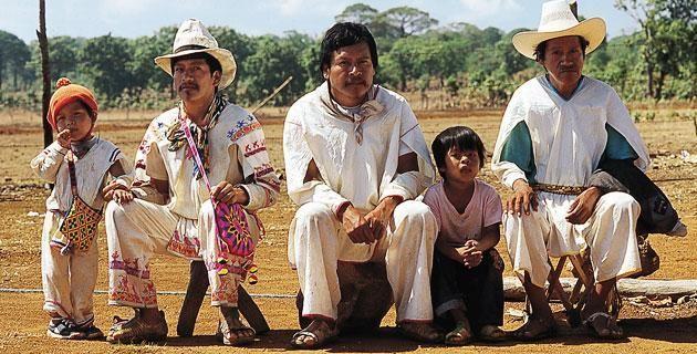 Huicholes, artesanos místicos (Nayarit). Esta etnia mexicana ha cautivado a todo aquél que admira sus obras maestras, conocidas y valoradas en el extranjero. Conoce a los huicholes y sus obras de arte.