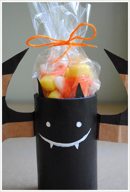 halloween: Bat Treat, Paper Bags, Halloween Candy, Halloween Crafts, Treat Holder, Halloween Treats, Halloween Bats, Halloween Party