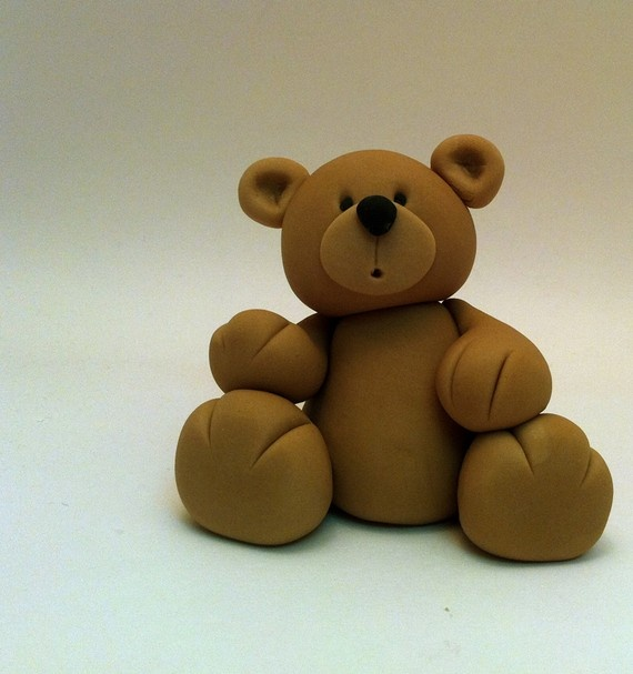 Fondant Bear...this would be easy and cute to make for the top of Eowyn's birthday cake