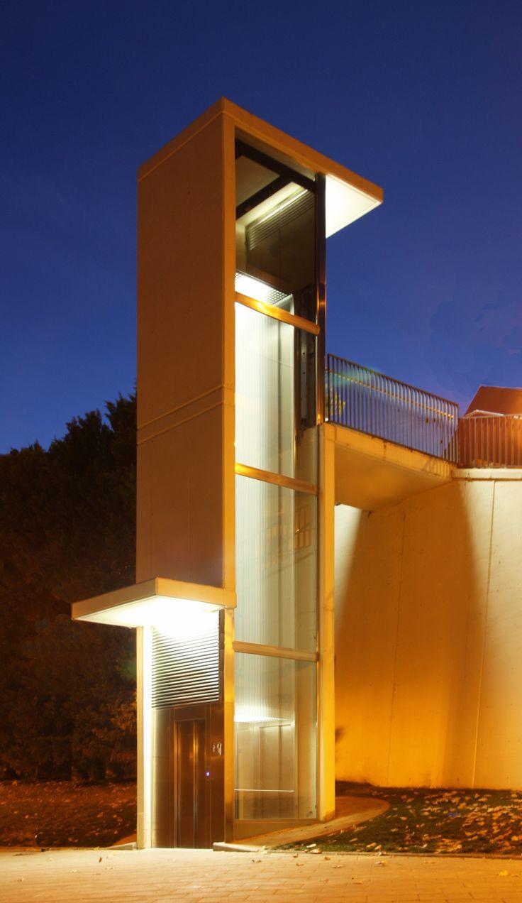 Hernan Cortes handycapped lift, Terrassa. Q d'ARQUITECTURA. Miquel Turne / Jordi Grane Telf: +34 654.065.999 www.qdarquitectura.com