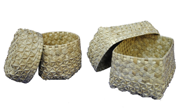 Keban Bronai – Mendong baskets, Indonesia: Set of baskets in local mendong fiber (fimbristylis globulosa), using a traditional weaving technique showing hexagon motifs. The International 2012 Panel of Experts highly praised the excellent traditional plaiting and beautiful design that create elegant patterns both inside and outside the reasonably priced box.