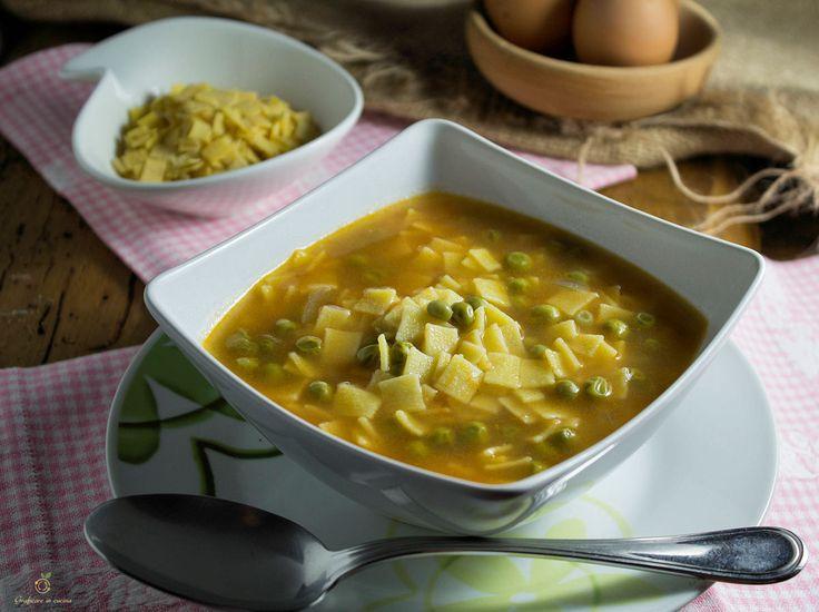 Quadrucci con piselli in brodo ricetta pasta fresca sono un ottimo primo piatto, molto gustoso e semplice da realizzare, ideale per la cena.