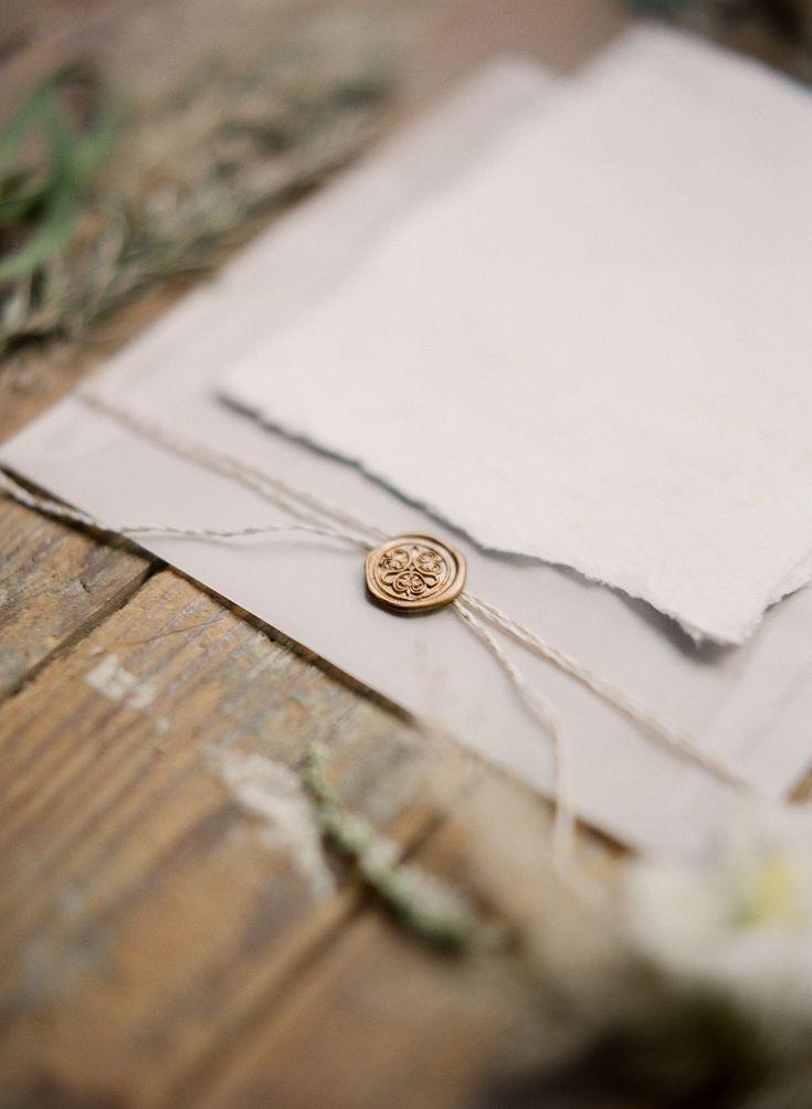 Wachs-Siegel für die Hochzeitspapeterie ~ Himmlische Inspiration für eine Winterhochzeit ~ Leighanne Herr Photography