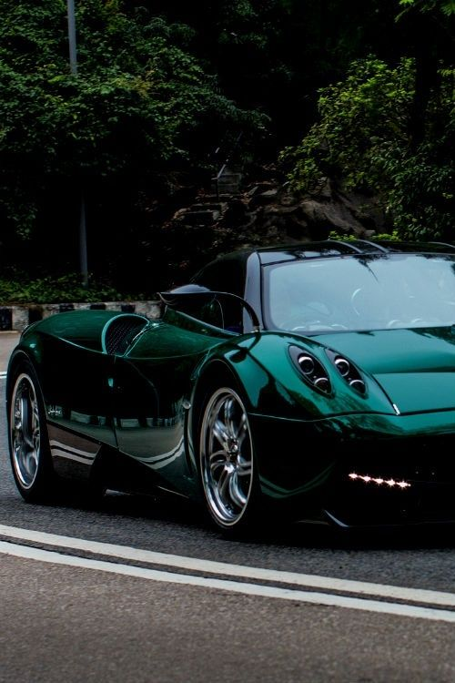 This is one drop dead gorgeous #Pagani Huayra. See more cool pictures like this by clicking on the pic! :)