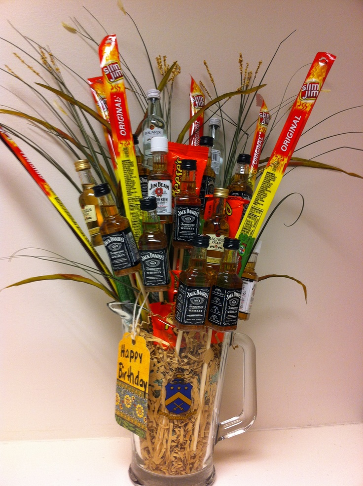 Liquor bouquet, this year's Valentine's gift for Sam :)  I love making manly gifts for him. Hopefully this beats last year bacon bouquet!