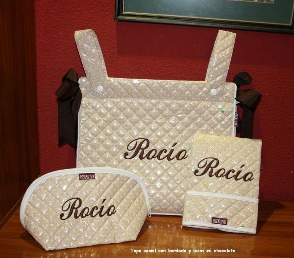 Conjunto bolso cambiador y neceser plastificado, camel topo blanco. http://www.primeraedad.es/b2c/producto/combitopo1