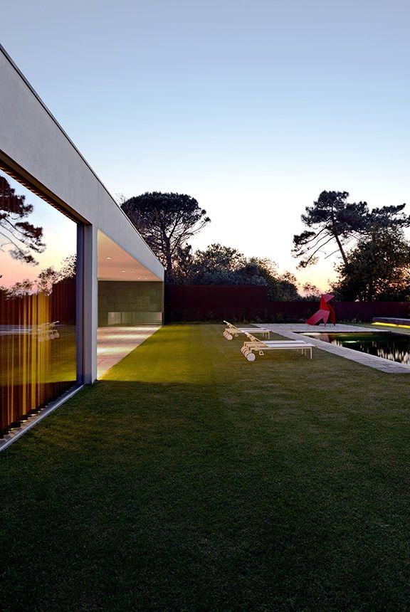 Au Portugal, une maison invisible.