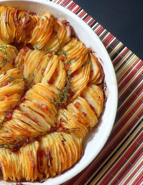 If you're a fan of texture, acrispy potato roast will appeal to your taste buds, not to mentionwowyour dinner guests. Create this dish from Joyously Domestic with thyme and red pepper flakes for an extra kick at your Thanksgiving table.