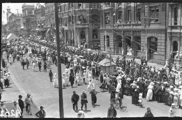 304443PD: Soldiers marching, Red Cross procession, Barrack Street, Perth, 1918. http://purl.slwa.wa.gov.au/slwa_b3800044_8