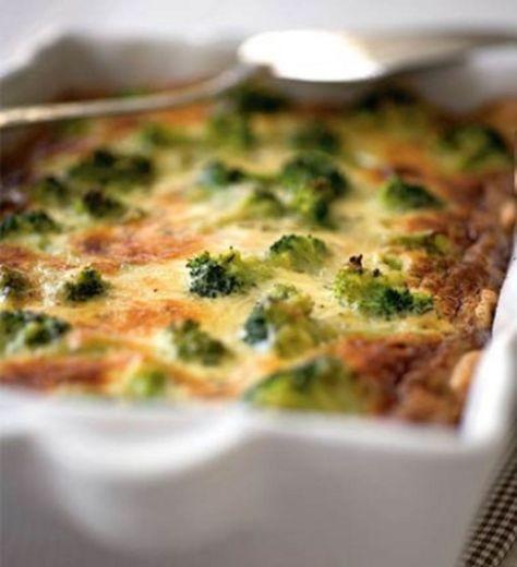 Kerma, ranskankerma, homejuusto ja parsa luovat yhdessä mahtavan maistuvan piirakan.