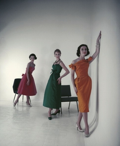 Three solid hued, deeply lovely evening looks from 1955. #vintage #fashion #1950s #dress #models50S Style, Fashion Models, Dresses Fashion, Vintage Fashion, 1950S Dresses, Colours Vintage, Models Fashion, 1950 S, Vintage Style