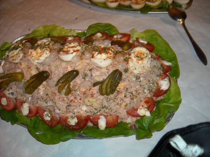 Deze Oudhollandse huzarensalade maakte ik voor de 60e verjaardag van mijn broer. Ik maakte toen een buffet met allemaal ouderwetse gerechten. Ook deze viel erg...