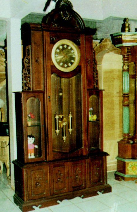Jam Hias modren yang sangat mewah dan elegan sangat cocok untuk ruangan anda .Dapatkan jam hias dengan harga yang sangat menarik