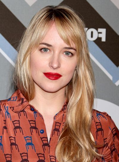 Celebrity Hairstyles: Dakota Johnson Vintage Blonde Hairstyle With ...