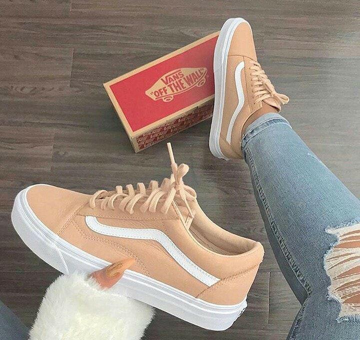 De Ideale Lente Sneaker Je Shopt Alle Vans Sneakers In De Sale In Onze Webshop Alle De Ideale J Chaussures D Automne Vans Chaussures Chaussures Vans