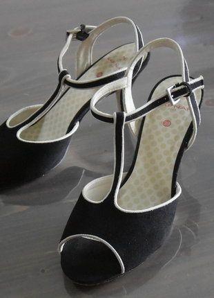 À vendre sur #vintedfrance ! http://www.vinted.fr/chaussures-femmes/escarpins-and-talons/30005290-escarpin-noir-ouvert