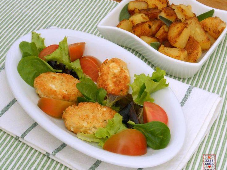 Polpettine di tacchino, patate e prosciutto cotto: molto buone, delicate e facili da fare. La carne va prima rosolata nel burro e poi tritata.