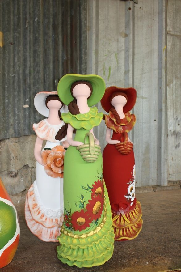 Munecas.  Famous faceless dolls of the Dominican Republic.  They have no faces to represent the many different beautiful faces that make up the population of this diverse country.