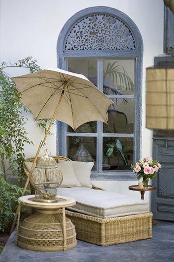 Recordar el cuento de las Mil y Una Noches… Descubrir la belleza de Marrakesh… Recorrer el Zoco, sus olores, colores y tradiciones… Perderse entre la muchedumbre de la plaza Jemaa…