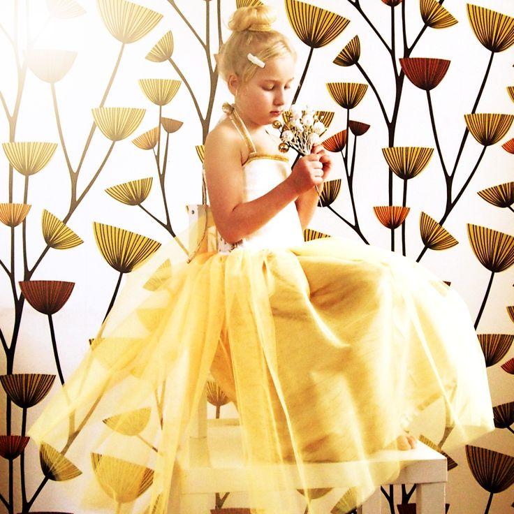 Šaty+pro+princeznu+nebo+družičku+vel.+116+-+128+Chystáte+se+na+svatbu,+velkolepou+narozeninovou+oslavu,+nebo+rodinné+focení?+Máte+doma+malou+parádnici,+která+bez+princeznovských+šatiček+odmítá+opustit+domov?+Nebo+jen+máte+rádi+originální+a+výrazné+oblečení?+Ať+je+to+jak+chce,+tyhle+princeznovské+šatičky+vám+prostě+nemohou+chybět;)+Šaty+jsem+ušila+z+úžasných+...