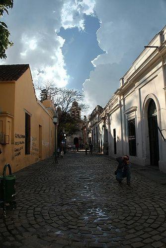 Callejón en el centro de la ciudad / Small alley in the city's downtown area
