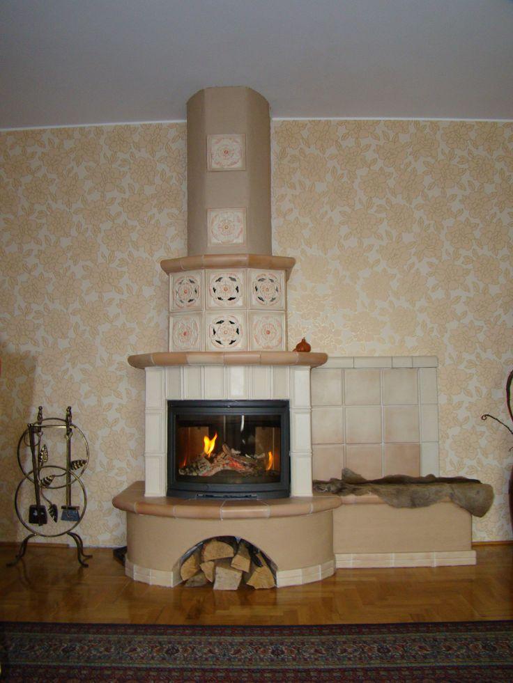 Kominek z zastosowaniem kafli Rozety z manufaktury Riwal. Kominki kaflowe. Piece kaflowe. Tiled fireplaces.