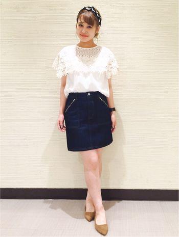インディゴブルーの台形スカート。   ポケットはジップになっております。   オールシーズン活躍してくれる、flowerのデニムスカートはクローゼットにマストです!