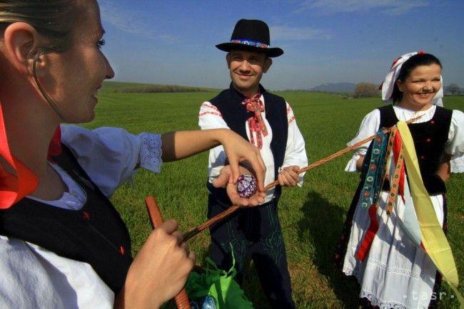 REPORTÁŽ: Dobrá šibačka prinesie krásu nielen ženám, ale aj mužom - Magazín - TERAZ.sk