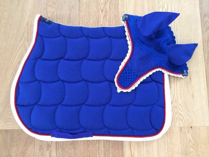 ANNA SCARPATI BLUE ZOLA FLY VEIL & QUADRO SADDLE PAD SET This set comes in colour 46 Bluette, Bright Blue with White Binding and one row of Red piping. The fly veil has one row of Swarovski Crystals and an embroidery patch in the centre.