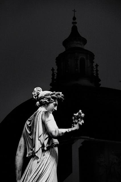 イタリア ローマ ポポロ広場のStatue der Abbondanza