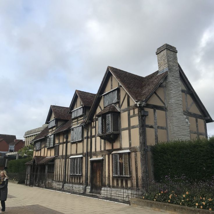 Day Trip From London Warwick Castle Stratford Upon Avon The Cotswolds Flourish Ious Com In 2020 Day Trips From London Stratford Upon Avon Visiting England