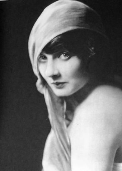 """Betty Blythe, silent film star known for appearing in silent exotic films like """"She"""" and """"Sheba"""".  1893-1972"""