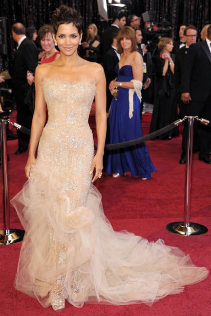 Halle Berry in one of my favorite dresses - you know, she even has pretty feet