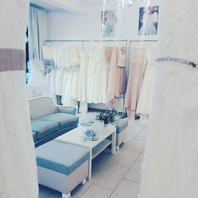 W naszym atelier pracujemy do pozna #weddingroom #wedding #room #suknie #slubne #suknieslubne #gdynia #lovegdynia #malykack #kack #3miasto #trojmiasto #wnetrza #design #pastele #pastels #blush #interiors #2017 #trendy #style #rustic #boho #vintage #sayyestothedress #bride #rewolucje #wedding #dress #bohodress #szyjemysuknie