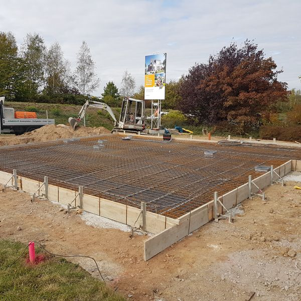 04. Oktober 2018 Die Bodenplatte wird gegossen.