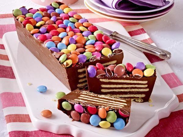 Színes születésnapi torta sütés nélkül!