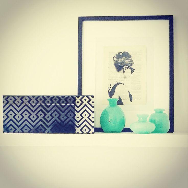 Audrey ❤️ #audreyhepburn #Hepburn #breakfastattiffanys #shelfie #shelflife #shelflook #theshelf #therealshelflife #diydesign #diystyling #designideas #diyinteriors #jade #usewhatyouhave #anotherdayanothershelf #mirror #mirrormagic #packsapunch #etsy #etsyart #etsyfan #reimaginationprints #shelfinspiration #movieinspiration