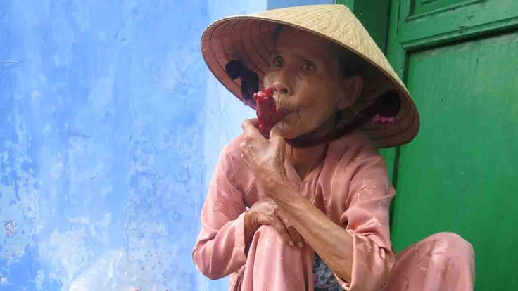 Hoi An woman, Vietnam | Atlasa.cc #travel #photography
