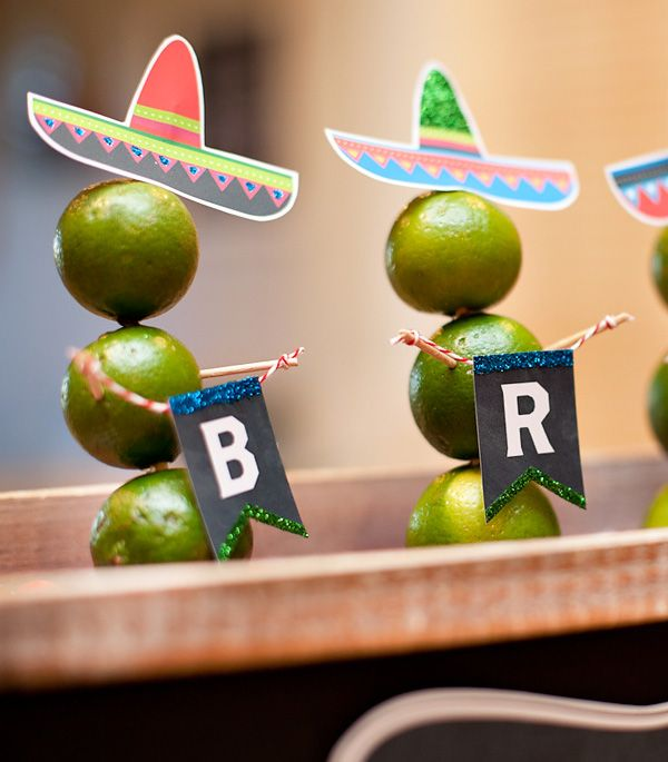 Make a DIY Lime Snowmen Centerpiece for a fun Holiday Fiesta! (Includes Free Printables from HWTM)