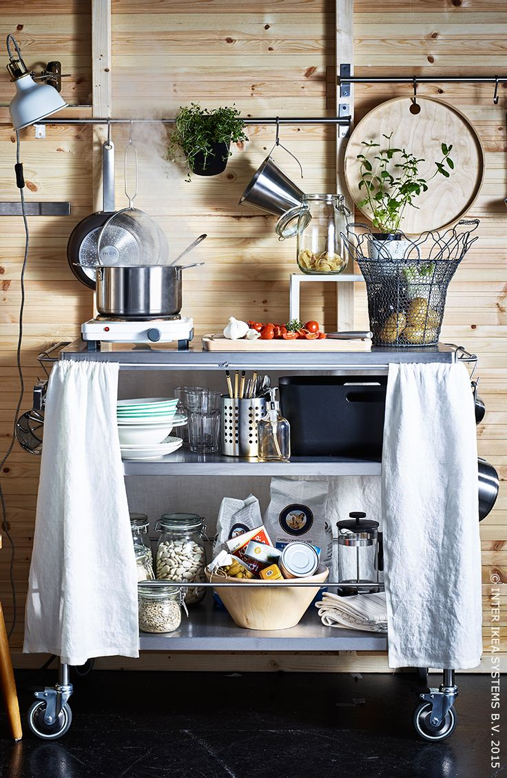 Buiten koken geeft een instant vakantiegevoel! #IKEA #tuinfeest #tuin #koken