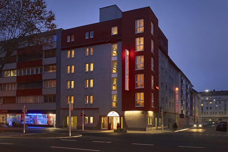 H4 Hotel Mannheim bei Nacht