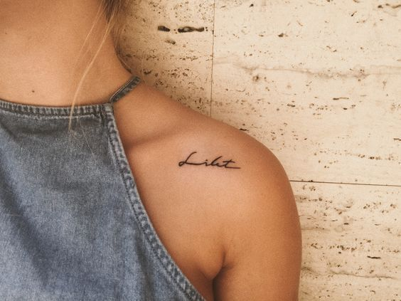 49 ELEGANT SHOULDER TATTOOS FOR WOMEN WITH STYLE – Lisa-Marie R – Tattoo Frauen