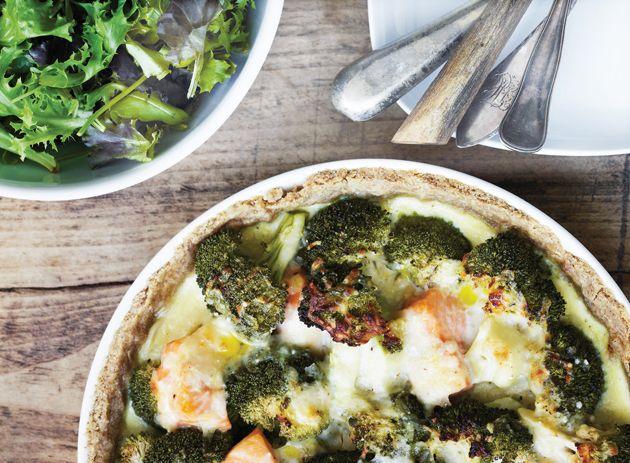 Den ultimative laksetærte. Her får du en fortryllende opskrift på laksetærte med den uundværlige broccoli.