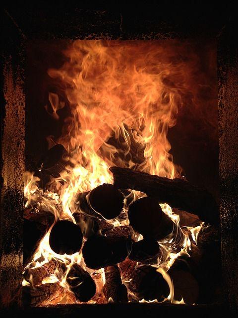 Obrázok zadarmo na Pixabay - Oheň, Horiace Drevo, Plameň